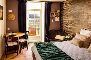Chambre d'hôtes de 30 m² avec un lit en 180 et vue sur le jardin