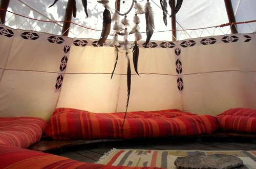asinerie-badjane-tipi-cheyenne-interieur-feuilles-arbre-par-transparence ©