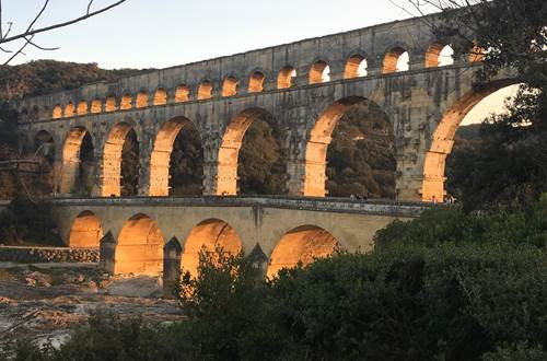 Pont du Gard a 5 km de lhotel le gardon ©