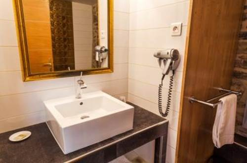 LE CLOS DES ARTS Salle de bain ©