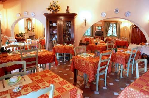 2012 Enclos des Lauriers Roses salle à mange ©